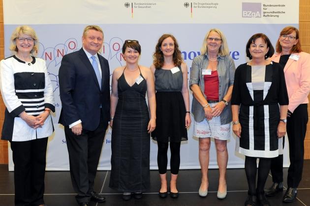 Foto der Preisträgerinnen und der Auslober des Wettbewerbs