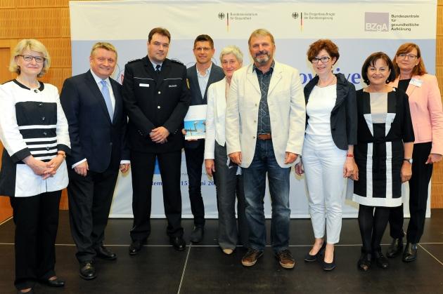 Foto der Preisträgerinnen  und Preisträger und der Auslober des Wettbewerbs, ©BZgA, Foto: Christian Hahn, Berlin