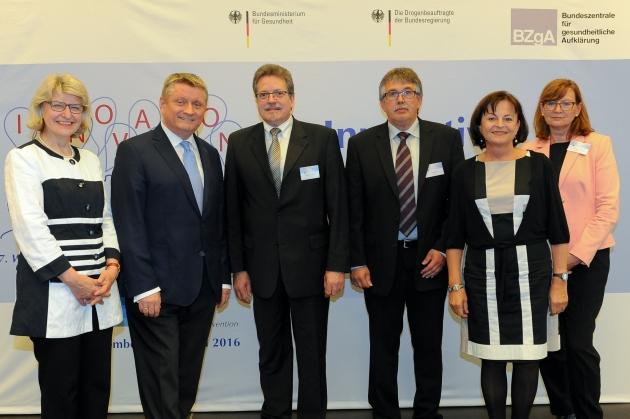 Foto der Preisträger und der Auslober des Wettbewerbs, ©BZgA, Foto: Christian Hahn, Berlin