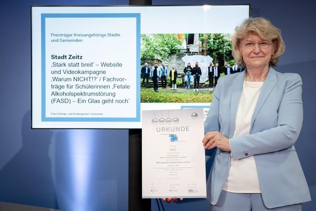 Foto von der Preisverleihung durch Prof. Dr. med. Heidrun Thaiss (BZgA) an die Stadt Zeitz © BZgA, Foto: Christoph Petras/pr bild