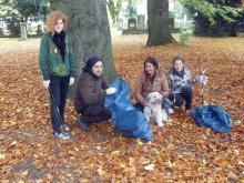 Jugendliche räumen im Cheltenhampark auf, 26.10.2012 (2)