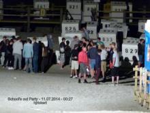 1.11.07.2014 – 00.27 Uhr    Feiernde Jugendliche im Strandkorbbereich