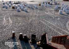4.17.07.2015 – 07:50 Uhr    Blick vom Toilettenpfahlbau auf den Strand